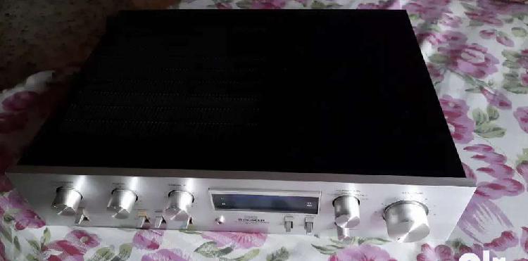 Vintage audio amplifier