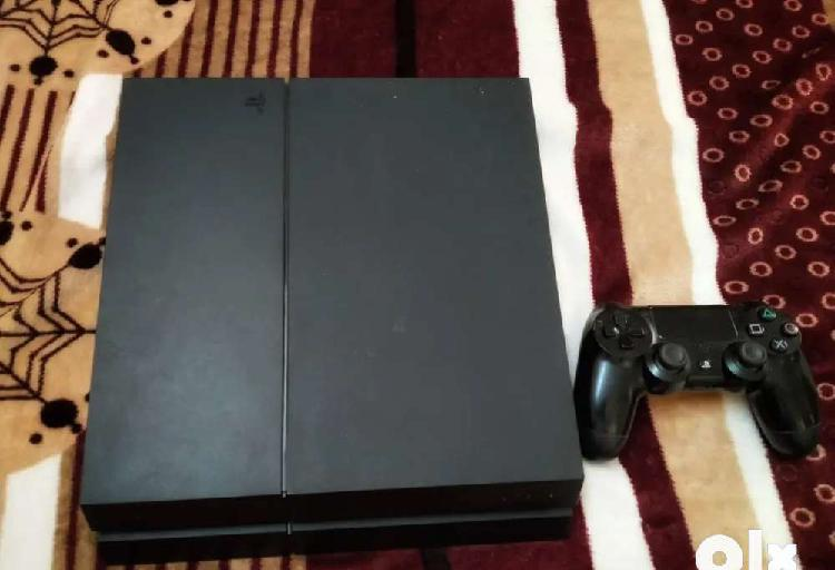 Play station 4 1tb with 2 games