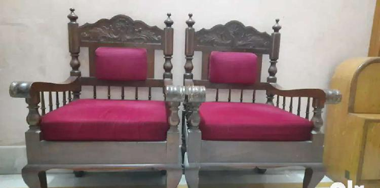 Sofa set selling in perfect condition.